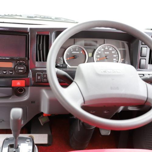 ナビ、ETC、バックモニター、ドライブレコーダー付きになっております。