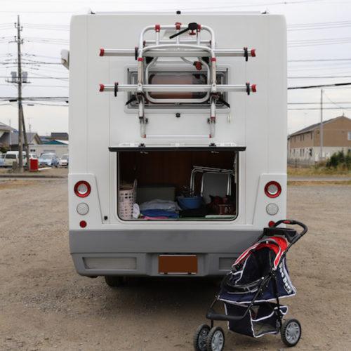 後部荷物入れもベビーカーも楽々と収納できます。