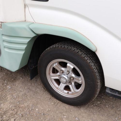 スタッドレスタイヤですので冬場でも安心してお使いになれます。