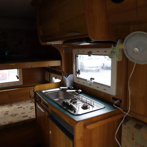 扇風機完備ですがキッチンはガスが外してありますので使用不可となっております。