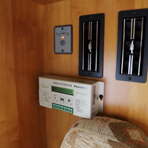 160Wのシャープ製ソーラーパネルを装備してますので、電源コンセントがない環境でも、ある程度の電力をもちこたえることは可能です