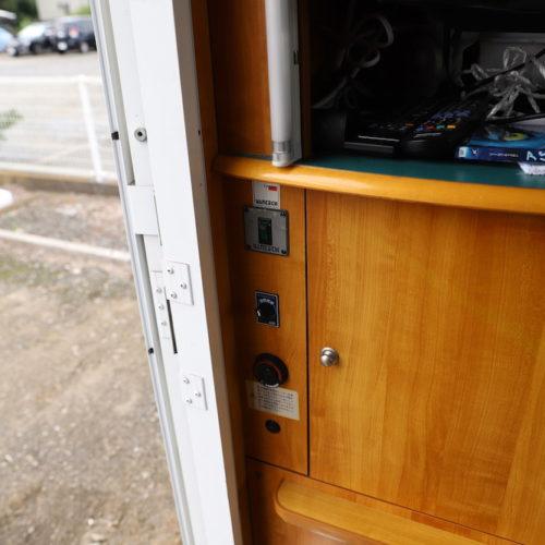リアクーラーはエンジンがかかっている時のみ使用可能です。FFヒーターはエンジンを切った状態でも使用可能です。