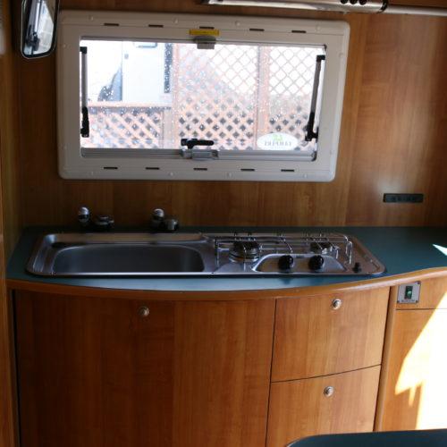 シンクコーナーはタンクより使用可能です。