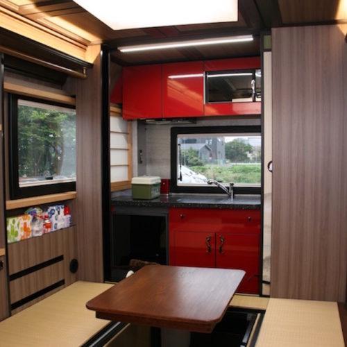 リビングスペースは畳と襖(ふすま)で構成された純度100%の和室になっております!