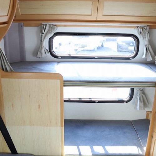 後部には2段ベッドがあります。
