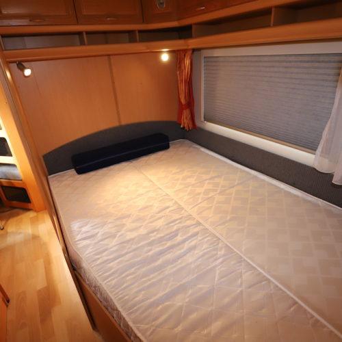 ダブルサイズのベッドになりますゆっくりお休み下さい。