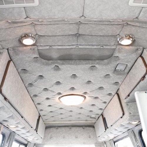 天井ライト・収納もたくさんあります。