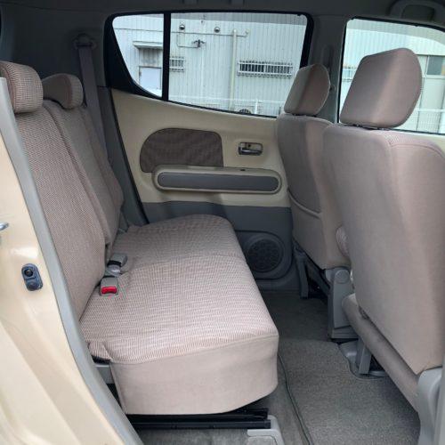 後部座席でも十分な広さを確保できます!