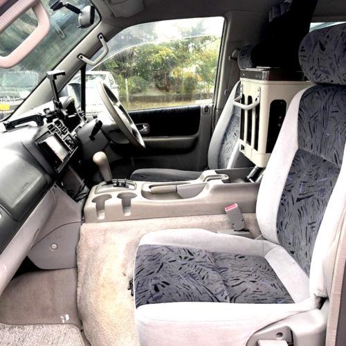 運転席はゆったりとしており、目線が高いので長距離の運転が楽に感じます。