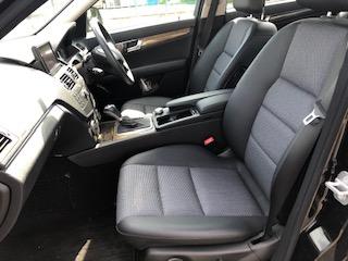 「電動シート」は、背もたれ角度と座面高のみ電動で、前後スライドは手動にな李ます。